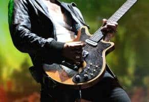 Ein Gitarrenspieler bei einem Konzert