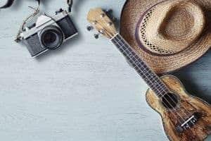 Akustik Gitarre, Kamera und Hut